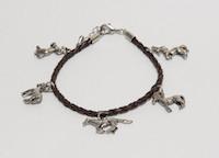 Armband gevlochten met paardenbedels